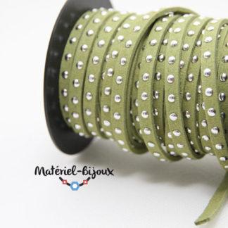 clouté vert 1 rang : cordon suédine