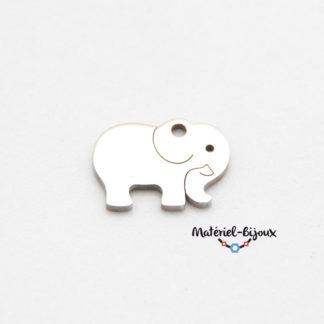 une breloque éléphant inoxydable